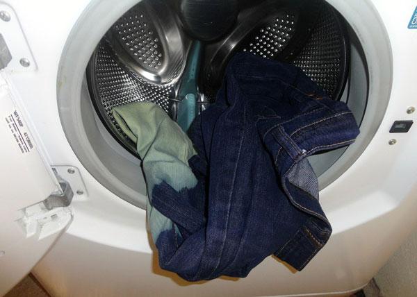 kinh-nghiem-giat-quan-jeans-bang-may-giat-1