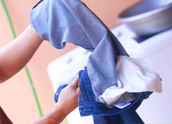 kinh-nghiem-giat-quan-jeans-bang-may-giat